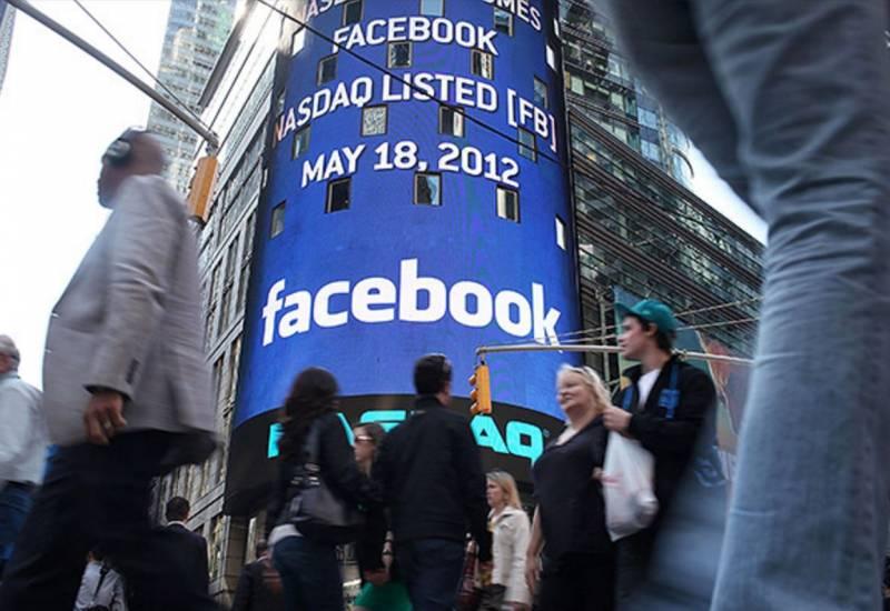 Facebook e i suoi meccanismi, tra modelli culturali e redditività
