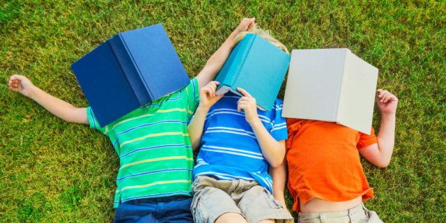 """Lo sharenting: quando i genitori """"condividono"""" troppo dei loro figli"""