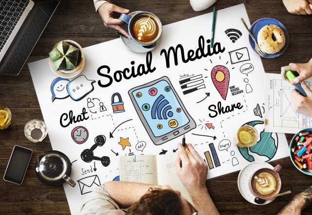 Il potere della comunicazione e la facilità del click
